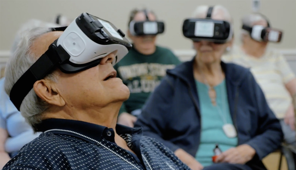 Virtual reality games for elderly